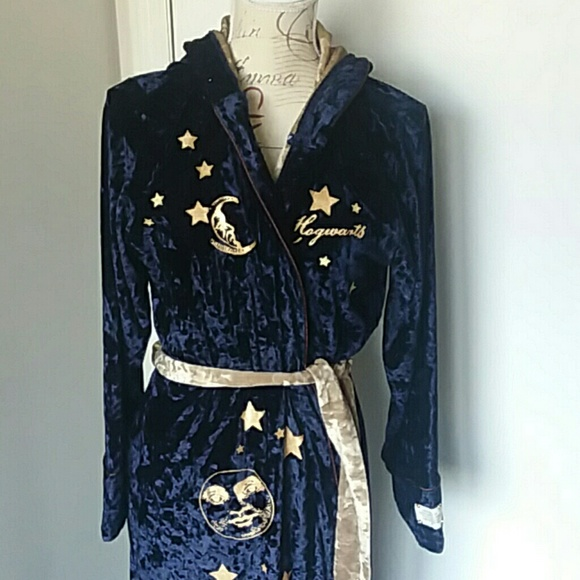 love to lounge Other - Harry Potter velvet robe USA size 10 12 LG NWOT 15696c80b